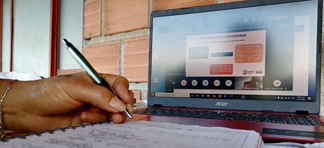 Excombatientes en Caldas estudian para potenciar sus negocios