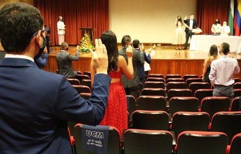 UCM graduó a 25 estudiantes de Administración en Empresas Turísticas e Ingeniería Ambiental